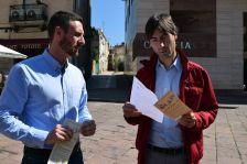Isidre Pineda (regidor de Cultura) i Jordi Solé (alcalde), presenten en roda de premsa el programa Sant Jordi 2017
