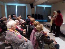 La presidenta de l'Associació Cultural de la Dona Ma Àngels Barriel i Josefa Palomero van llegir el Manifest