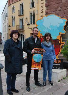 El regidor de Turisme, Isidre Pineda, amb la directora del museu Thermalia, Anna Monleon, i la tècnica de turisme, Raquel Costa
