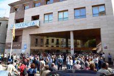 Concentració davant l'Ajuntament de condemna a la violència de l'1-O
